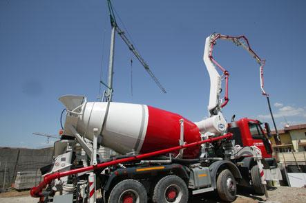 Чем отличается бетоносмеситель с транспортерной лентой от бетононасоса?